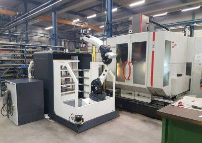 Das 5-Achs-Bearbeitungszentrum Hermle C 800 U mit dem Platinum 24 Frontloader von BMO Automation