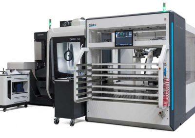Das 5-Achs-BAZ DMG MORI DMU 50, automatisiert mit dem Platinum 50 Sideloader von BMO Automation - Ansicht rechts vorn