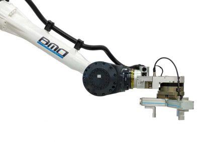 BMO Automation Roboterarm mit Servogreifer als 3-Finger-Zentrischgreifer