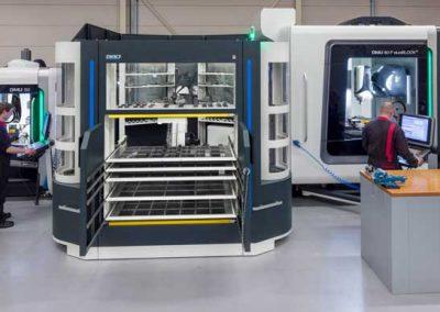 BMO Automation Titanium 180 mit zwei DMG MORI 5-Achs-Universalbearbeitungszentren DMU 50 und DMU 80 P duoBlock (aufsichtig)