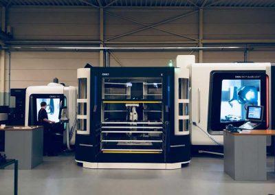 BMO Automation Titanium 180 mit zwei DMG MORI 5-Achs-Universalbearbeitungszentren DMU 50 und DMU 80 P duoBlock (Totale)