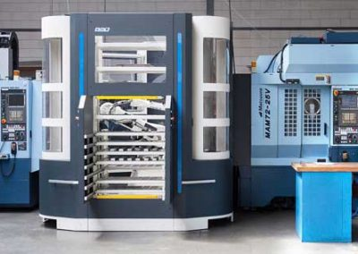 BMO Automation Titanium 180 mit zwei Werkzeugmaschinen von Matsuura, dem 5-Achs-Bearbeitungszentrum MAM72-25V und einem Vertikalbearbearbeitungszentrum der Serie V.Plus