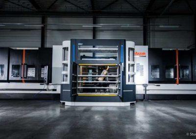 BMO Automation Titanium 180 mit zwei vertikalen Fahrständer-Bearbeitungszentren der Serie VTC von Mazak