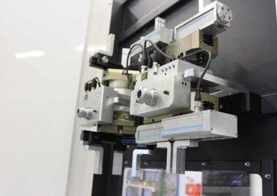 BMO Automation Servogreifer als 3-Finger-Zentrischgreifer und 2-Finger-Parallelgreifer (Fokus auf Paralellgreifer)